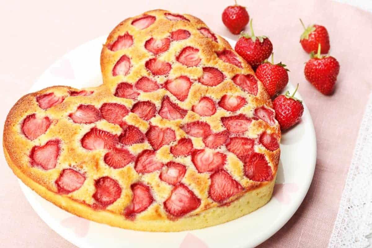 עוגת תותים בחושה וקלילה