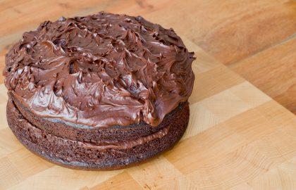 עוגת שוקולד מטריפה ללא גלוטן עם 2 מרכיבים סודיים..